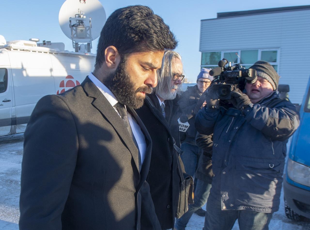 Photo de Jaskirat Singh Sidhu arrivant au tribunal pour les audiences de détermination de la peine.