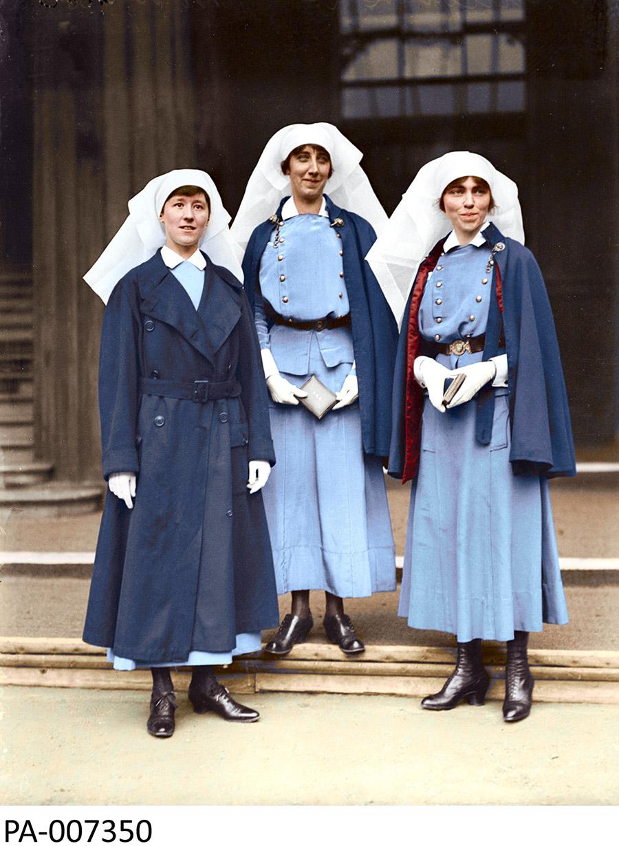Dans l'ordre habituel : les infirmières Mowat, McNichol et Guilbride.