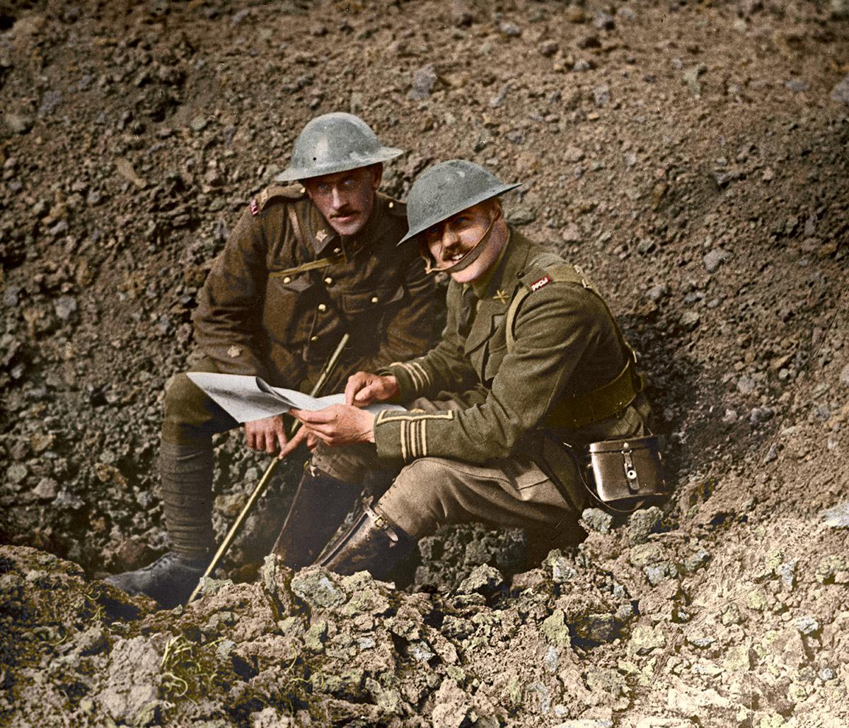 Deux officiers sur le champ de bataille, octobre 1916.
