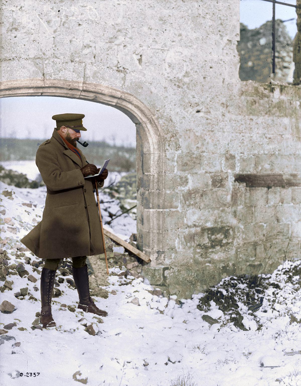 """Artiste bien connu au travail sur le front canadien. /Augustus John. Décembre, 1917.""""> </div> <br>  <h3>Œuvres d'art (le Fonds de souvenirs de guerre canadiens)</h3> <p><a href="""