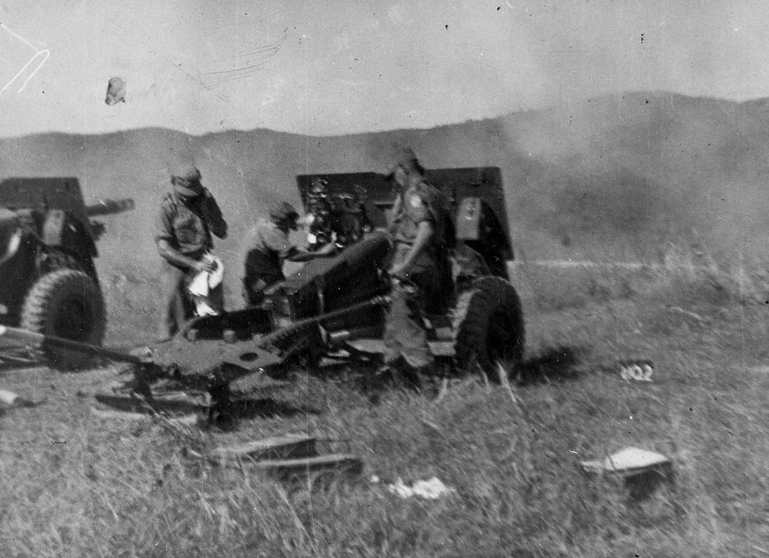 Canadian artillery guns being fired in the Korean War.
